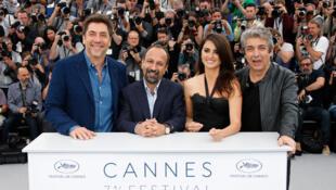 """Pour le film """"Everybody Knows"""" en compétition ce jour au 71e festival de Cannes, le réalisateur Asghar Farhadi et les acteurs Javier Bardem, Penelope Cruz, Ricardo Darin. Cannes, France, 9 mai 2018."""