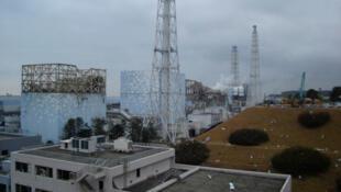 Les réacteurs 1, 2, 3 et 4 (de g. à dr.) de la centrale nucléaire de Fukushima Daiichi au nord du Japon, photographiés le 15 mars 2011.