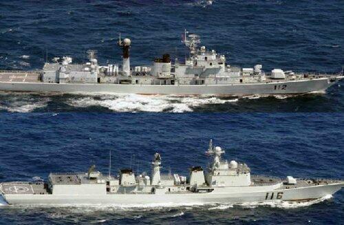 七艘中國海軍軍艦2012年10月16日穿過釣魚島以南的日本毗連區,圖為其中兩艘軍艦。