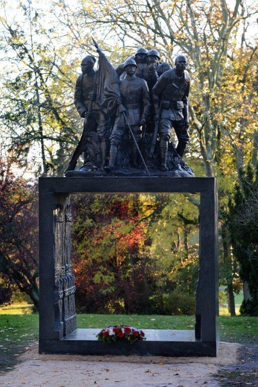 Le monument «Aux héros de l'Armée noire» attend toujours d'être inauguré.