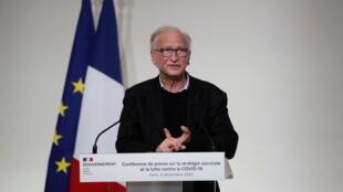 Известный ученый-иммунолог Ален Фишер, возглавляющий французский Ориентационный совет по стратегии вакцинации