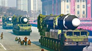 圖為疑似朝鮮研發可核打擊火星-15型彈道導彈