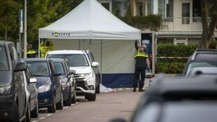 La police sur les lieux de l'assassinat Derk Wiersum, l'avocat qui défendait un témoin clé dans une affaire de meurtre et de trafic de drogue.