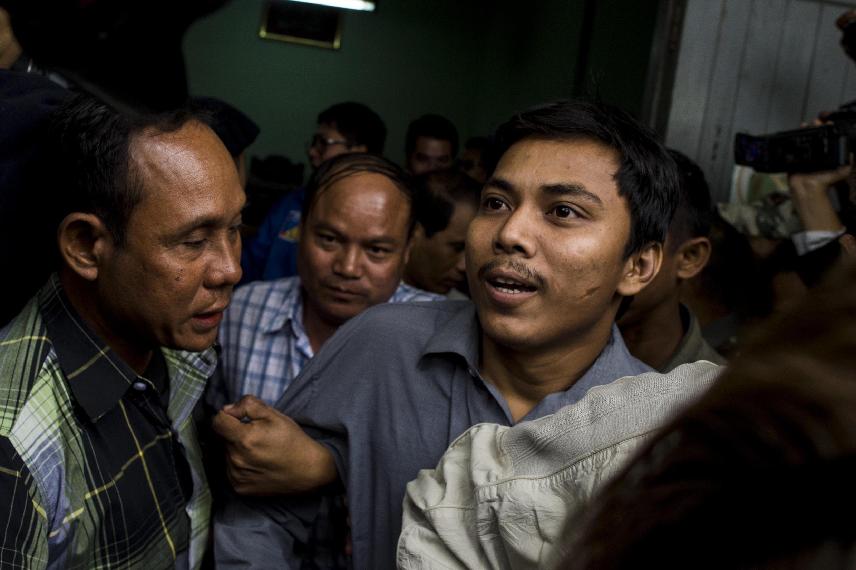 Kyaw Soe Oo, un des journalistes birmans de l'agence Reuters à son arrivée au tribunal le 27 décembre.