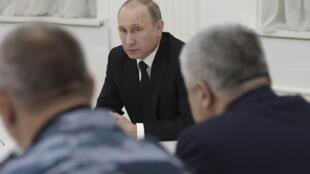 Владимир Путин созвал экстренное совещание с представителями волгоградской администрации и правоохранительных органов.