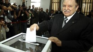 Algeria's president Abdelaziz Bouteflika casts his ballot at a polling station in Algiers, 10 May, 2012