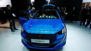 រថយន្តអគ្គិសនីរបស់ក្រុមហ៊ុនបារាំង (Peugeot e-208 GT) ដាក់តាំងនៅឯពិព័រណ៍រថយន្តអន្តរជាតិក្រុងហ្សឺណែវ ២០១៩