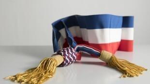 Le second tour des élections municipales en France se déroule ce dimanche 28 juin. Sur la photo: l'écharpe tricolore portée par les maires.