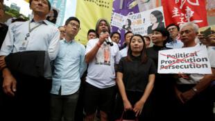 Bốn đại biểu Hồng Kông ủng hộ dân chủ gồm La Quán Thông (Nathan Law), Lương Quốc Hùng (Leung Kwok Hung), Lưu Tiểu Lệ (Lau Siu Lai) và Diêu Tùng Viêm (Edward Yiu) bị truất quyền nghị sĩ vào ngày 14/07/2017.
