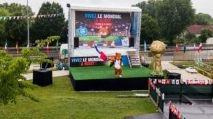 Fan-Zone em Noisy-le-Grand, na região parisiense, um dos poucos municípios franceses a instalar um telão para a Copa do Mundo.