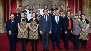 """رئیس جمهوری فرانسه که روز جمعه ۱۲ ژانویه میزبان رئیس کنفدراسیون ملی نانواییها و شیرینیفروشیهای این کشور در کاخ الیزه بود، گفت: """"باگت به تمام جهان رفته است. باید از آن و شیوه پختش به بهترین وجه حفاظت کرد و به همین دلیل است که باید در فهرست میراث جهانی ثب"""