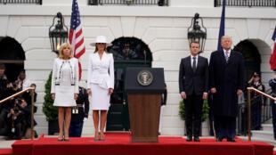 Donald Trump et son épouse Mélanie ont accueilli ce mardi Emmanuel Macron et son épouse Brigitte lors d'une cérémonie à la Maison Blanche.