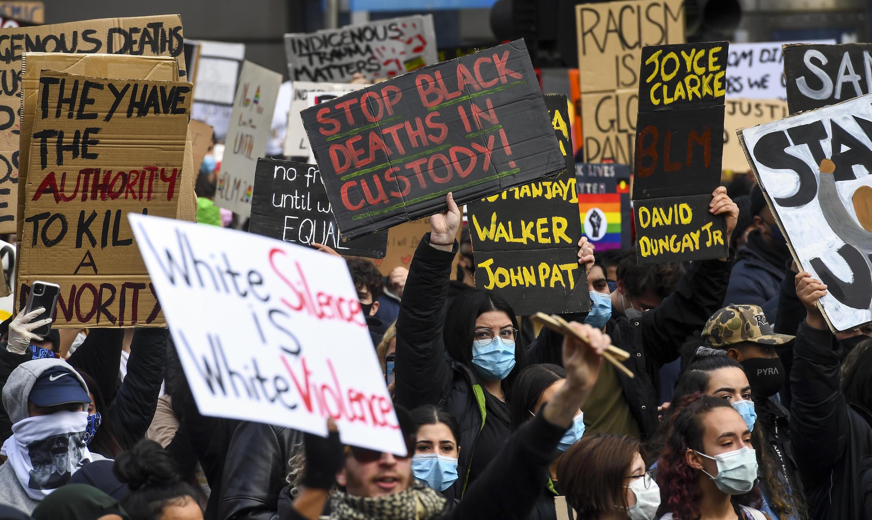 Una protesta en solidaridad con los manifestantes estadounidenses contra el racismo el 6 de junio de 2020 en Melbourne, donde también se pidió el fin de las muertes de aborígenes de Australia durante su arresto