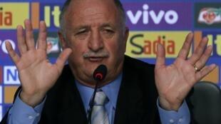 Justiça portuguesa investiga denúncia de evasão fiscal e lavagem dinheiro envolvendo Luiz Felipe Scolari, na época em que era treinador de Portugal.