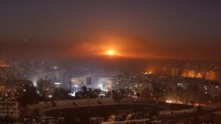 یک منطقه صنعتی واقع در شمال شرقی شهر حلب نزدیک به نیمه شب گذشته مورد حمله موشکی هواپیماهای اسرائیلی قرار گرفت.