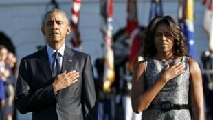 Shugaban Amurka Barack Obama da Uwargidansa Michelle Obama lokacin da suka yi shiru na tsawon minti guda domin tunawa da 'Yan Kasar da hare haren suka ritsa da su