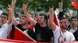 Пропалестинская демонстрация перед израильским посольством в Стамбуле