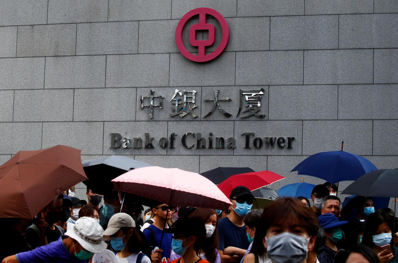 Biểu tình trước tòa tháp Ngân Hàng Trung Quốc tại Hồng Kông ngày 15/09/2019.