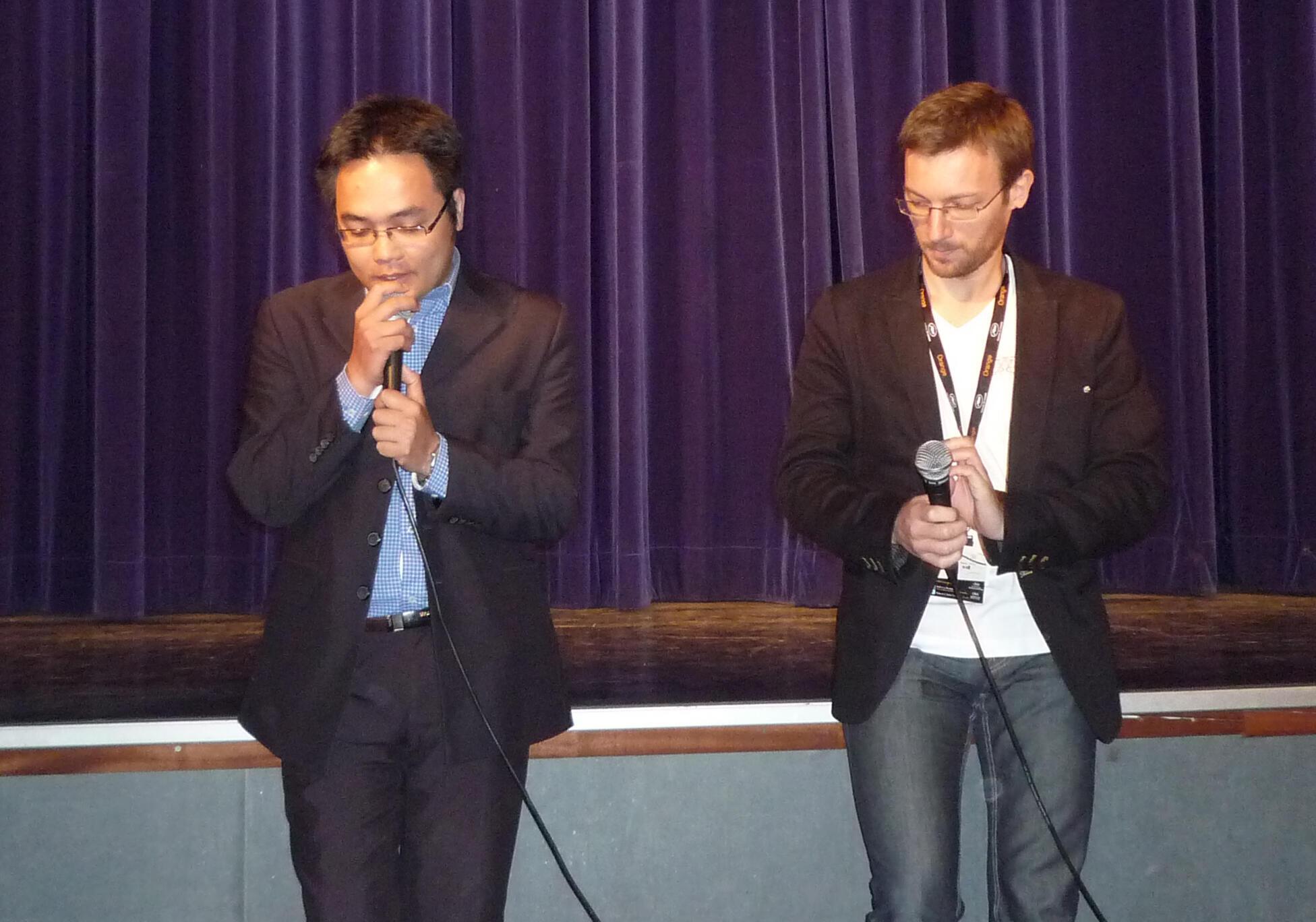 Đạo diễn Phan Đăng Di ( trái ) tại Liên hoan Cannes 2010.