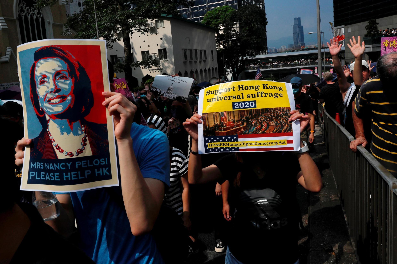 Người biểu tình Hồng Kông kêu gọi Quốc Hội Mỹ thông qua dự luật về nhân quyền và dân chủ tại Hồng Kông, ngày 08/09/2019