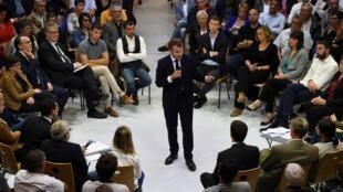 Emmanuel Macron à Rodez pour un débat sur la réforme des retraites, le 3 octobre 2019.