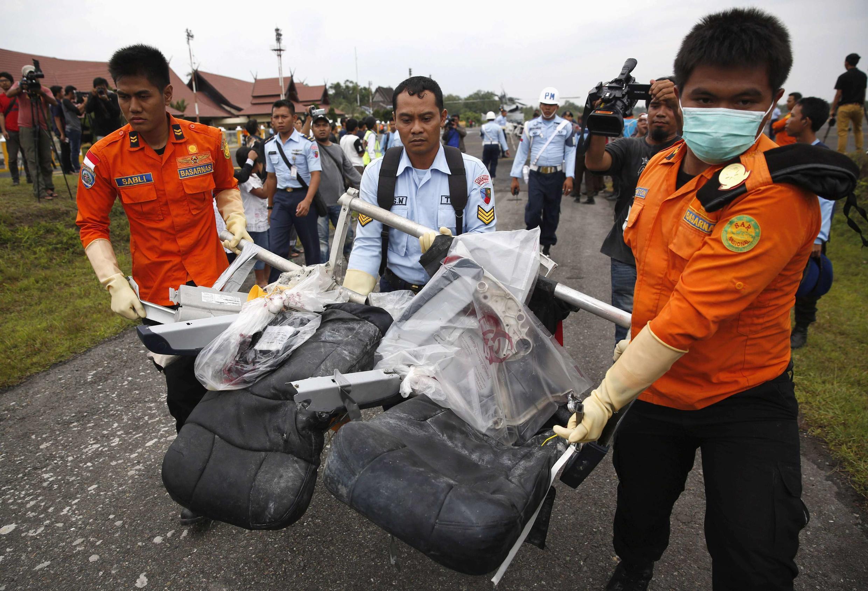 Sassan tarkacen Jirgin AirAsia da aka tattaro a tekun Indonesia