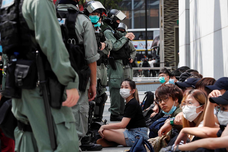 Người biểu tình phản đối Bắc Kinh ra luật an ninh quốc gia bị cảnh sát bắt giữ khi đến tụ tập ở Causeway Bay, Hồng Kông, ngày 27/05/2020.