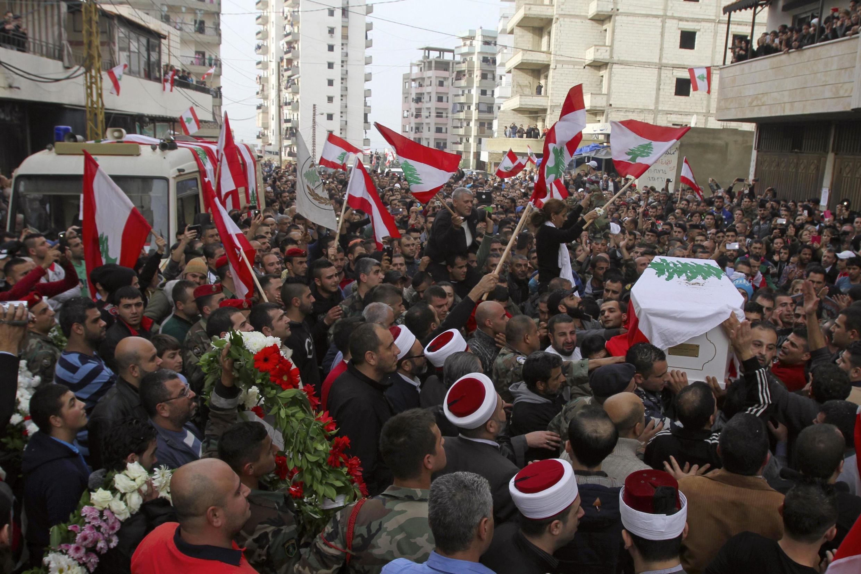 Funérailles, à Jabal Mohsen, du soldat Mohammed Suleiman tué lors d'une embuscade à Ras Baalbeck, au Liban, le 3 décembre 2014.