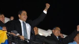 TT Rafael Correa trở lại dinh tối ngày 30/9