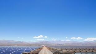 La centrale photovoltaïque «El pelicano», dans le nord du Chili, dont l'électricité est principalement destinée au métro de Santiago.