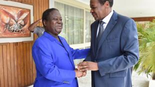 L'ancien président burkinabè, Blaise Compaoré, en exil en Côte d'Ivoire depuis 2014, a rencontré l'ancien président ivoirien Henri Konan Bédié à son domicile d'Abidjan, le 10 octobre 2016.