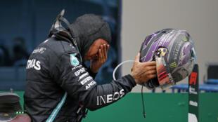 Lewis Hamilton tras ganar el Gran Premio de Turquía de Fórmula 1, en Estambul, el 15 de noviembre de 2020