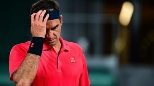 Le Suisse Roger Federer face à l'Allemand Dominik Koepfer au 3e tour de Roland-Garros, le 5 juin 2021