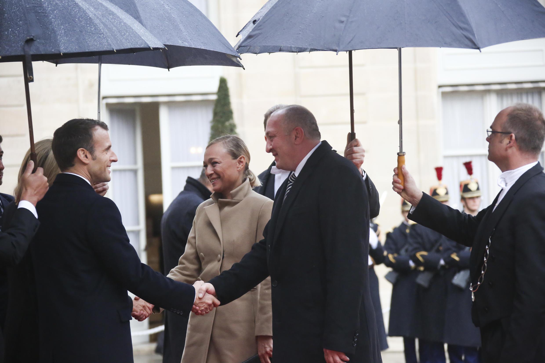 Президент Грузии Георгий Маргвелашвили и глава Французской Республики Эмманюэль Макрон во время церемонии празднования 100-летия со дня окончания Первой мировой войны. Париж, 11 ноября 2018.