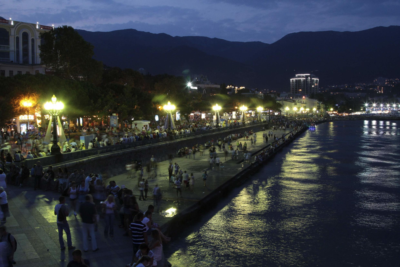 Bến cảng Yalta của Crimée ban đêm. Ảnh chụp ngày 09/08/2014.