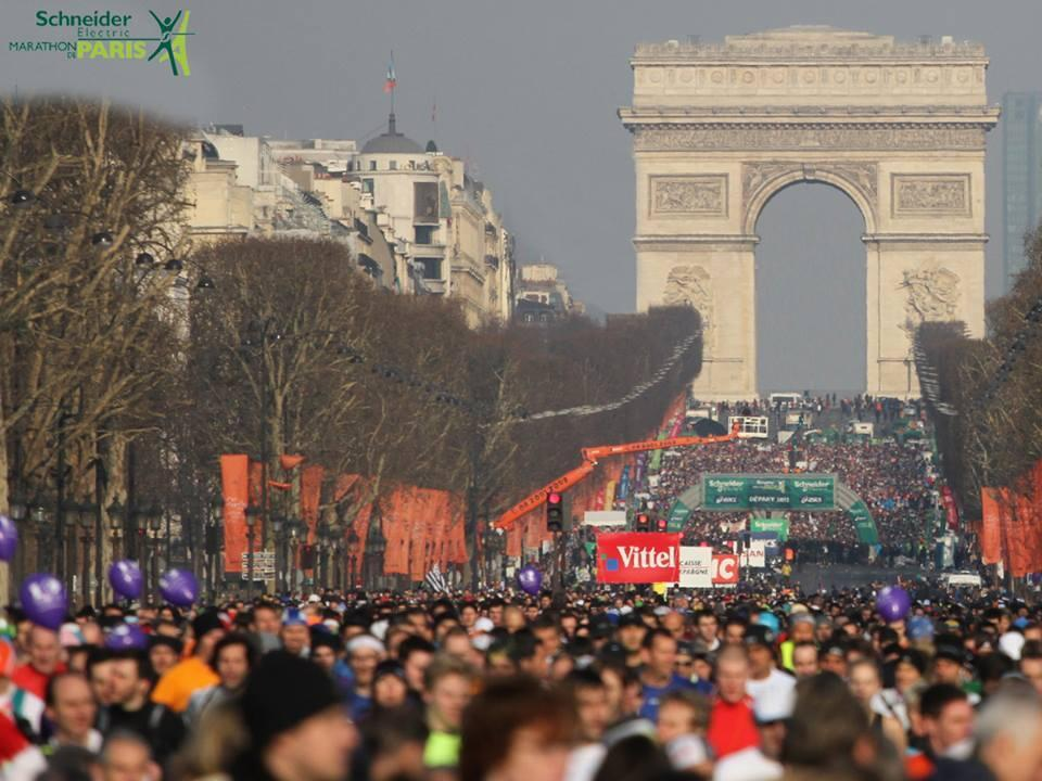 No ano passado, 38.690 corredores chegaram à linha de chegada da Maratona de Paris.