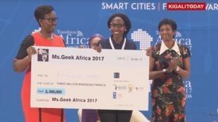 La Kényane Ruth Waiganjo a été désignée «Miss Geek Africa» à Kigali, le 12 mai 2017.