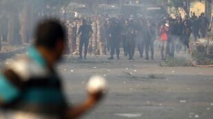 Confrontos entre partidários do presidente deposto, opositores e forças de segurança.