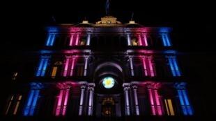 Palácio presidencial, Casa Rosada recebe iluminação com as cores da bandeira trans.