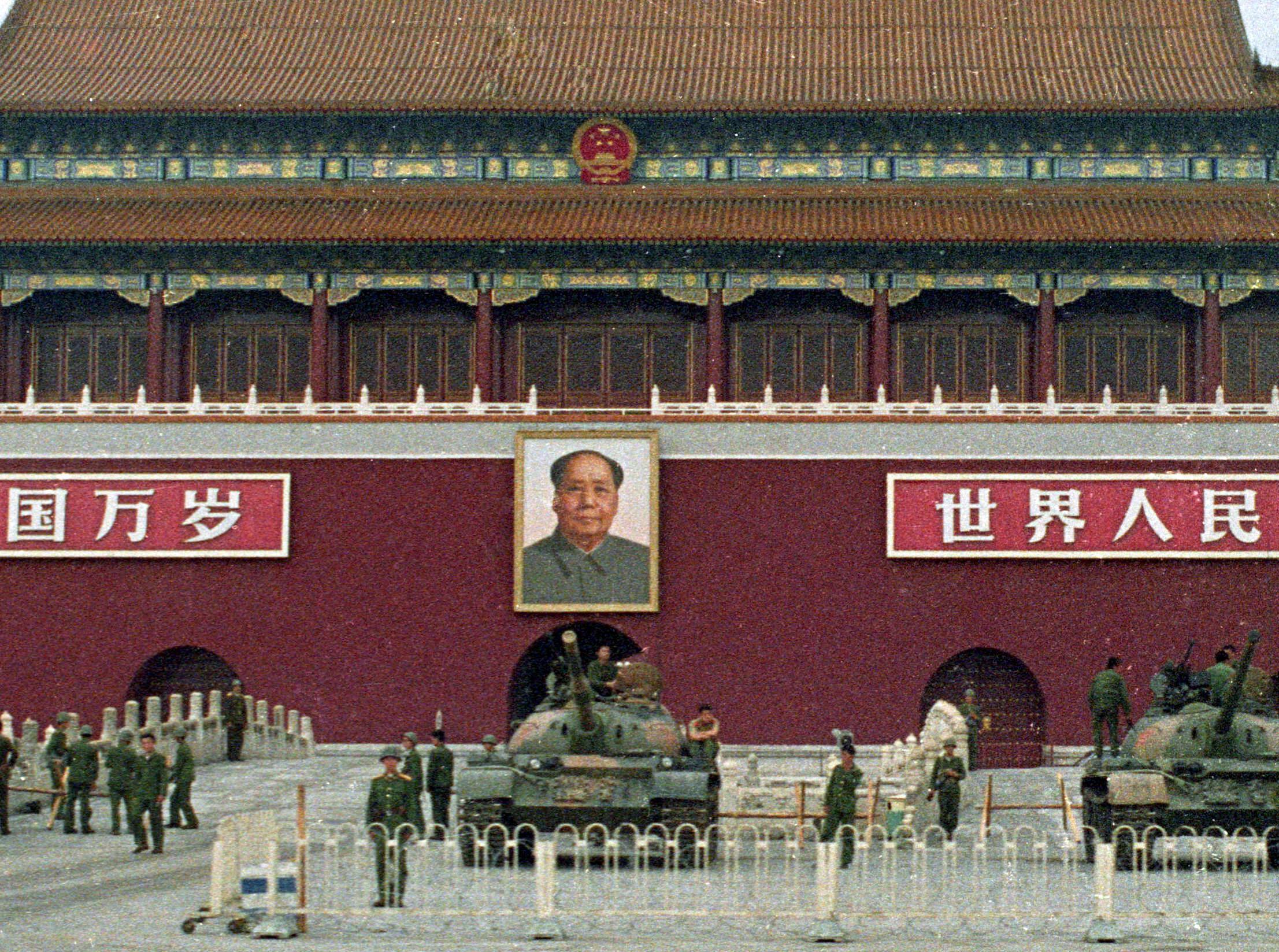 Ảnh tư liệu: Binh sĩ và xe tăng của quân đội Trung Quốc tại quảng trường Thiên An Môn, Bắc Kinh, ngày 09/06/1989