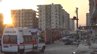 Explosão deixou estragos importantes em Kiziltepe, no sul da Turquia, nesta quarta-feira (10).