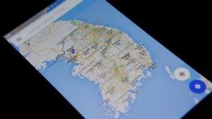 Manhajar zamani ta Taswirar duniya 'Google Map' akan wata wayar hannu, a birnin Seoul, na Korea Kudu. 24, Agusta, 2016.