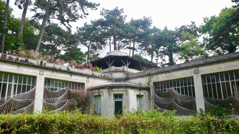 Un vestige de l'Exposition Coloniale de 1907 au Jardin d'Agronomie Tropicale.