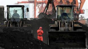 L'inflation soudaine du charbon en Chine est due en partie à une vague de chaleur prématurée. (Photo: le port de Dandong  en Chine)