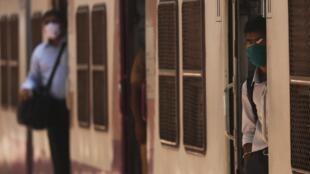 Un train en gare de Bombay, le 15 juin 2020.