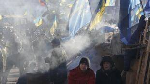 Флаги Украины и Евросоюза на площади Независимости в Киеве (архив)