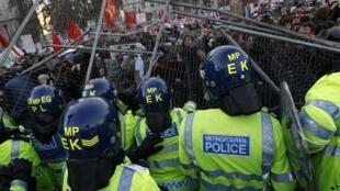 Estudiantes y policías se enfrentaron violentamente.