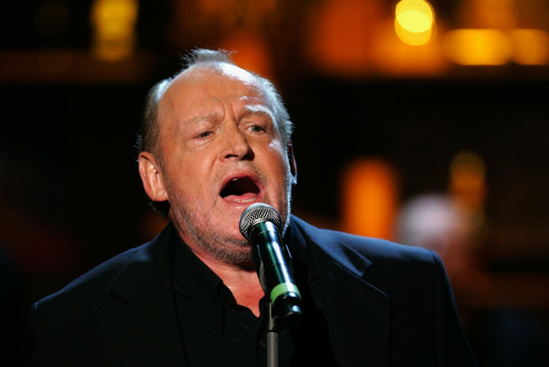 Joe Cocker خواننده مشهور انگلیسی، در روز ٢٢ دسامبر ٢٠١٤، بعلت بیماری سرطان ریه در ٧٠ سالگی در آمریکا درگذشت.