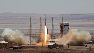 Teste de foguete Simorgh no Imam Khomeini Space Centre, Irã, em foto distribuída pela agência oficial.