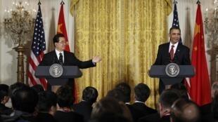 中国主席胡锦涛与美国总统奥巴马2011年1月19日在白宫举行的联合记者会上。